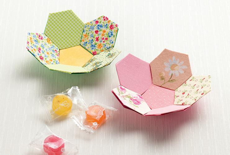 牛乳パックで作る「花の六角小皿」
